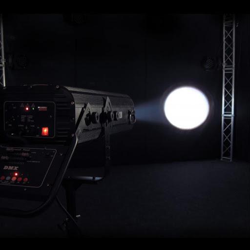Follow Spot Light Follow Light 'Nguồn điện: AC 100 ~ 240V, 50 / 60Hz Nguồn bóng: HMI 1200W Công suất đèn: 400w Tác dụng: chiếu sáng, theo dõi và tập trung vào đối tượng 'Màu sắc: 7 màu + trắng Tầm xa: ~ 50m Chế độ hoạt động: điều khiển trực tiếp, Ứng dụng: Trung tâm tổ chức sự kiện, hội trường tầm trung,.