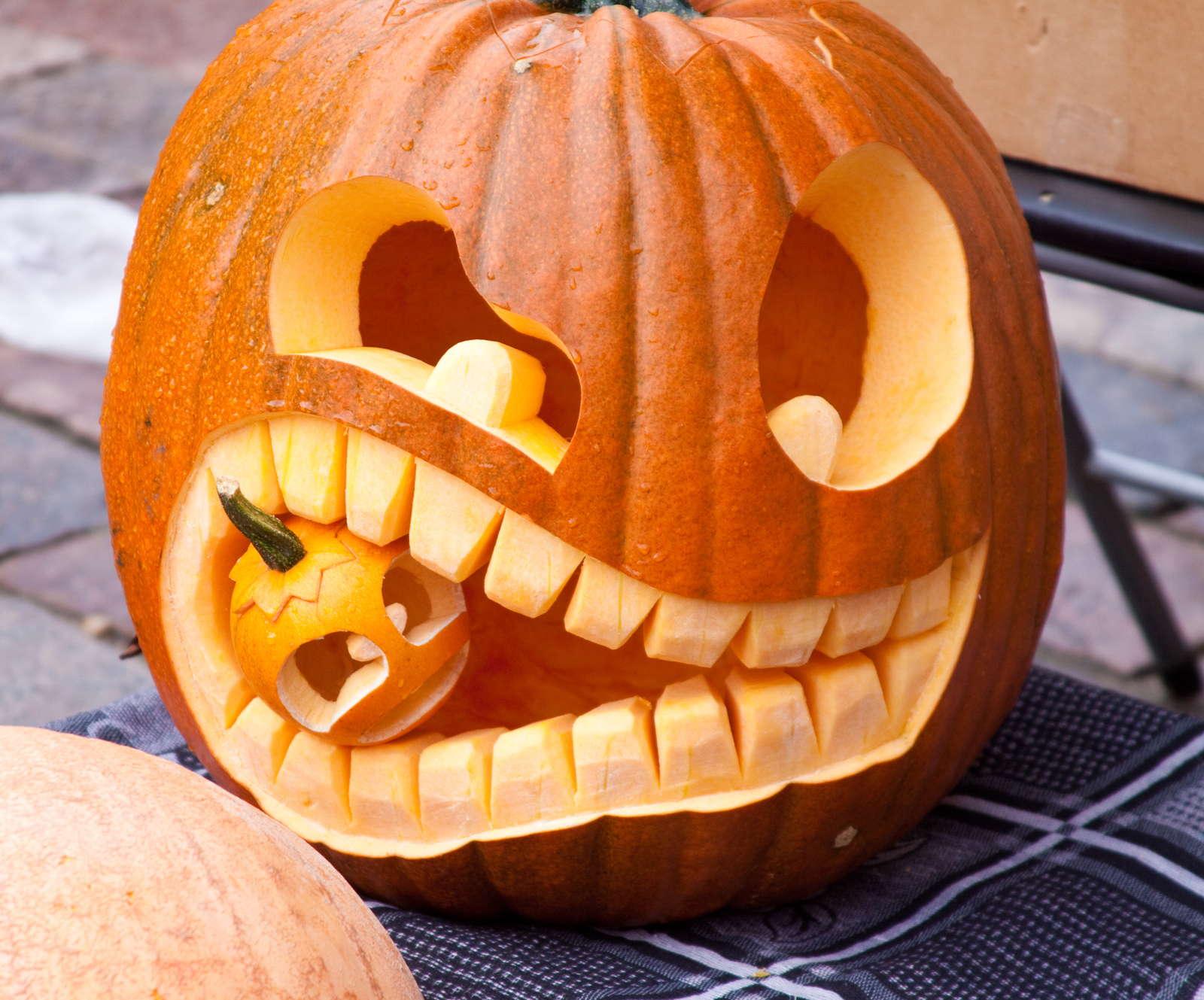 Những quả bí ngô cũng có thể trở thành ý tưởng thú vị cho trò chơi Halloween
