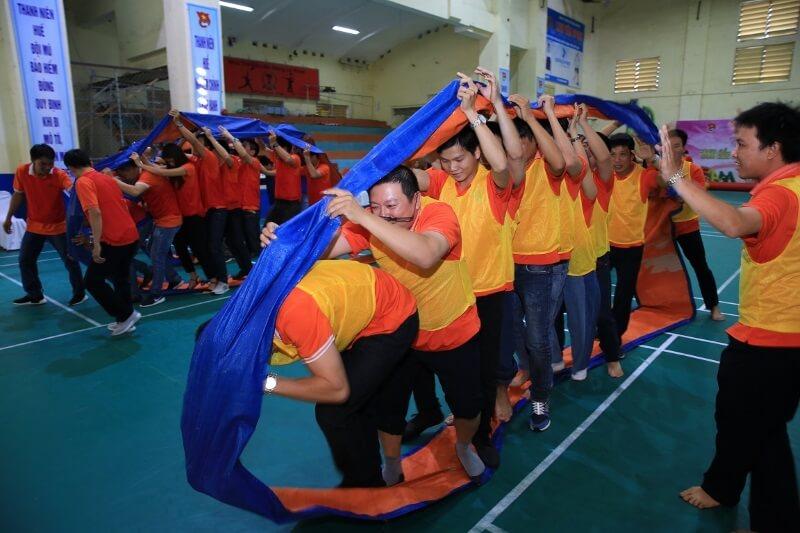 Teambuilding-trong-nha-Banh-xe-luan-chuyen