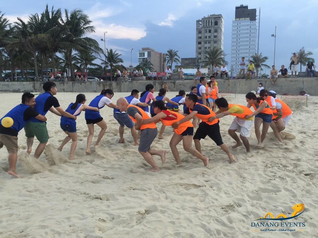 Hình thức team building kết hợp du lịch thường được tổ chức trên bãi biển