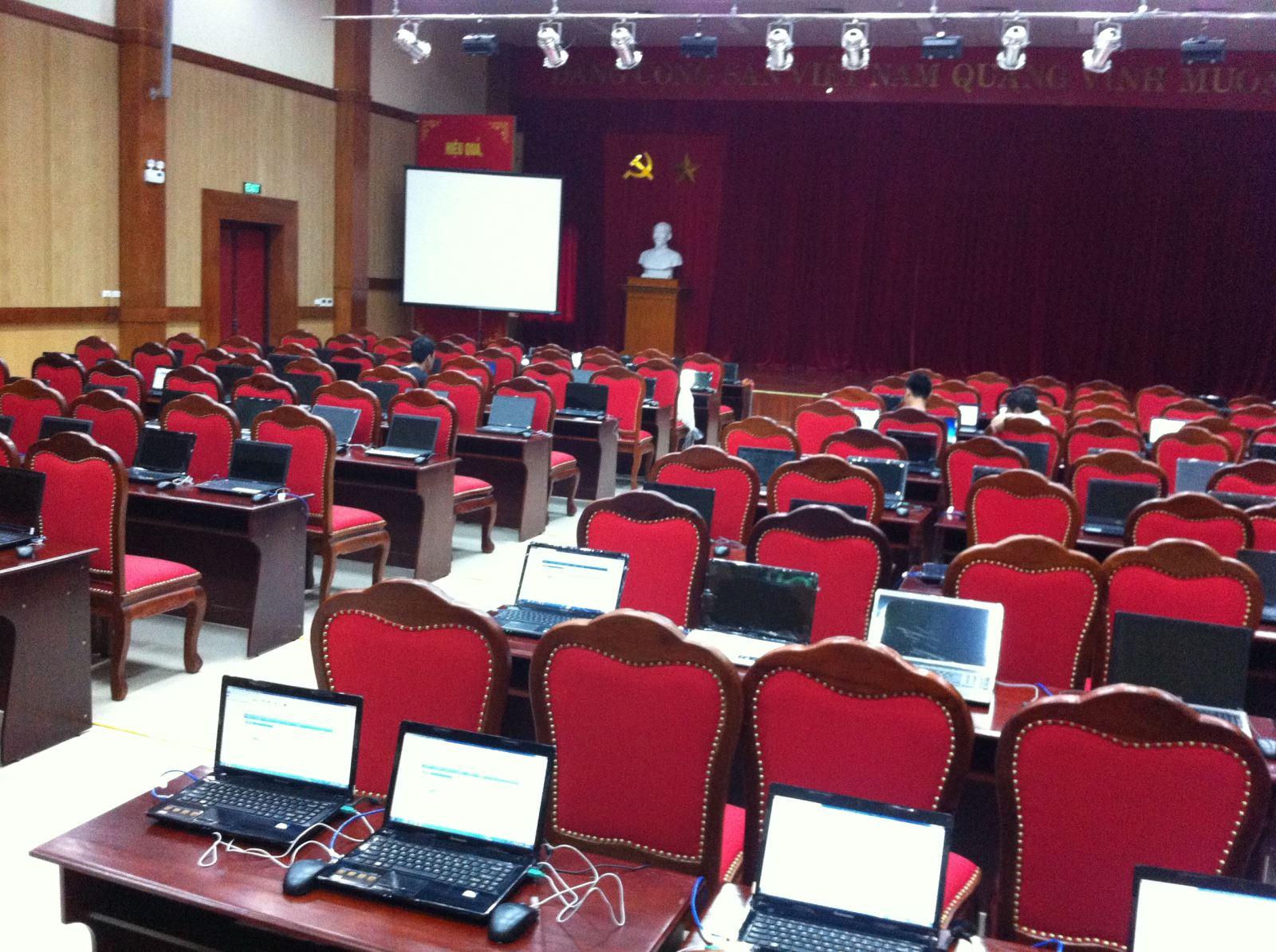 Laptop rất cần thiết trong các buổi hội nghị hội thảo