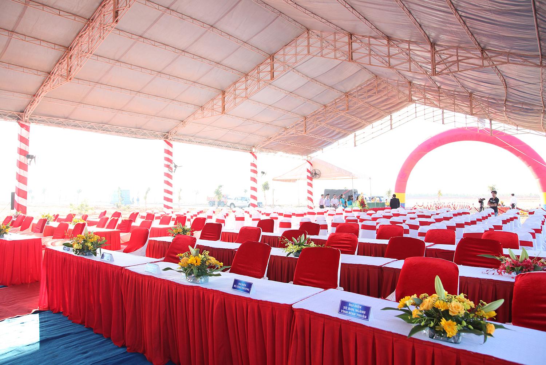 Nên lựa chọn bàn ghế sự kiện phù hợp với không gian