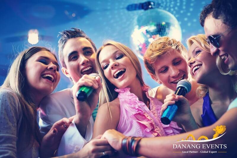 Danang-Events-ca-hat-trong-Tiec-Giang-sinh-02
