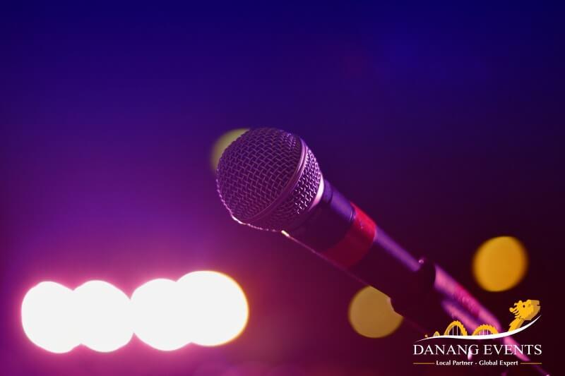Âm nhạc luôn hỗ trợ tinh thần và khuấy động không khí vô cùng hiệu quả.