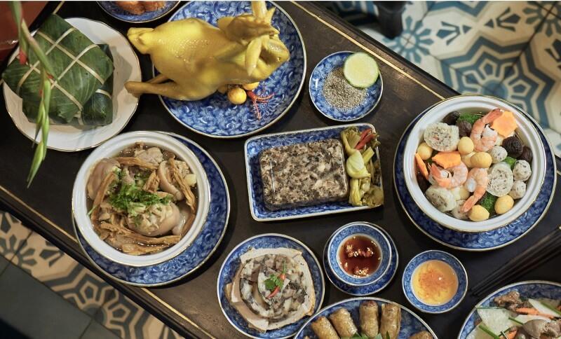 Thực đơn tiệc tất niên với các món ăn ngày Tết quen thuộc.