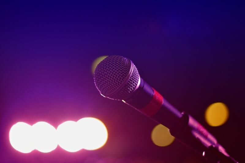 Danang-Events-Dich-vu-cho-thue-dan-karaoke-tai-Da-Nang-03