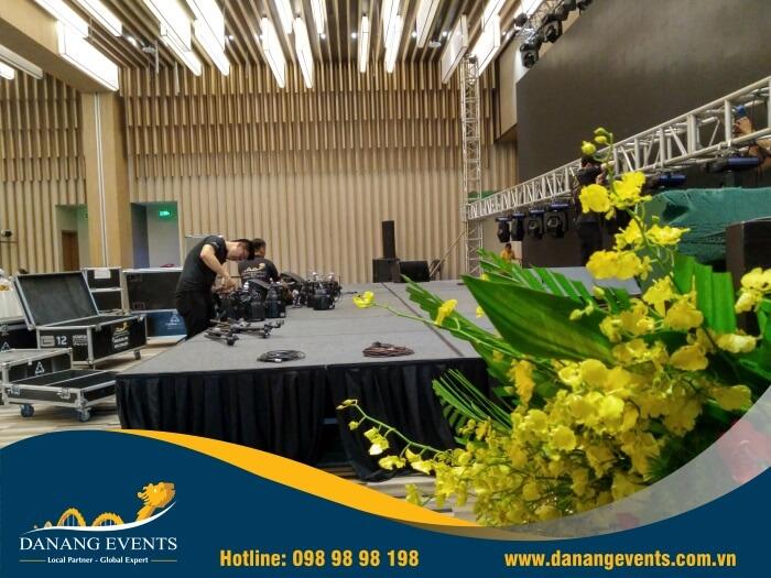 lắp đặt các thiết bị âm thanh ánh sáng tại sự kiện