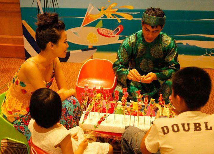 Supplying Craffsman Making Toy Figurine